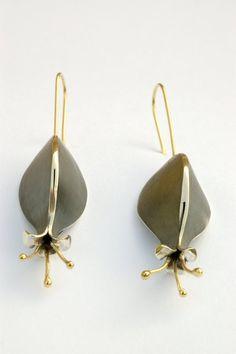 Hecho a mano de plata y oro de 18 k cuelga del nouveau del arte. Pendientes de…