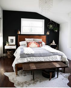 Can't decide which detail I like best - the black accent wall, the boho bedding, the bench. Can't decide which detail I like best - the black accent wall, the boho bedding, the bench. Bedroom Black, Master Bedroom, Bedroom Neutral, Black Accent Walls, Black Accents, Accent Wall Bedroom, Trendy Bedroom, Bohemian Bedrooms, Decoration Design