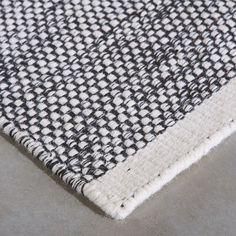 Geproduceerd in: India  Productiewijze: handgemaakt  Materiaal: wol  Eerlijk arbeidsproces
