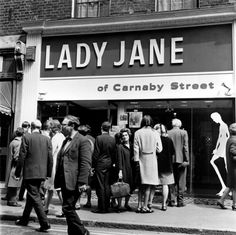England: 'Lady Jane' was the first women's fashion boutique on London's Carnaby Street. It was opened by Harry Fox and Henry Moss in May 1966 and was seen as a counterpart to John Stephen's boutiques. Sixties Fashion, Mod Fashion, Fast Fashion, Womens Fashion, Sporty Fashion, Fashion 2018, Cheap Fashion, Winter Fashion, Vintage London