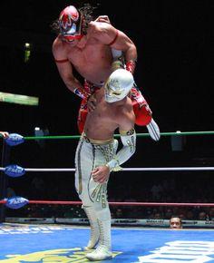 CMLL's Euforia vs Mistico.