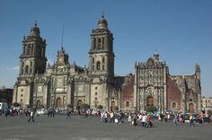 La Catedral Metropolitana de #MexicoDF, uno de los sitios más maravillosos y llenos de historia en el #CentroHistorico.  http://www.bestday.com.mx/Mexico/ReservaHoteles/