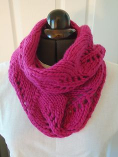 Vite cowl is the perfect one-skein project with a super bulky yarn - free by Kristi Johnson