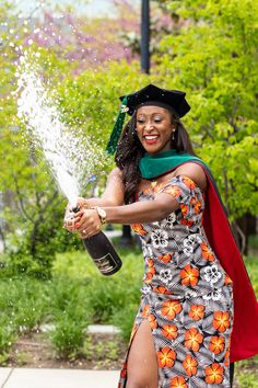 College Graduation Photos, Graduation Picture Poses, College Graduation Pictures, Graduation Photoshoot, Grad Pictures, Grad Pics, Graduation Photography, Queen, Masters
