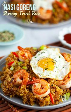This Nasi Goreng Or Indonesian Fried Rice With Shrimp Is One Of My Favorite Fried Rice Recipes That Packs A Punch Of Sweet, Spicy And Savory Flavors Your Family Will Love. Incredible Use For Leftover Rice And Ready In 15 Minutes. Risotto Recipes, Rice Recipes, Brunch Recipes, Seafood Recipes, Asian Recipes, Breakfast Recipes, Indonesian Recipes, Beef Recipes, Yummy Recipes