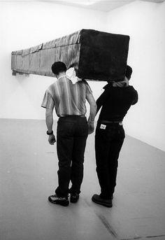Santiago Sierra, 'Vedas Peter Kilchmann Gallery, Zurich.' April 2001.