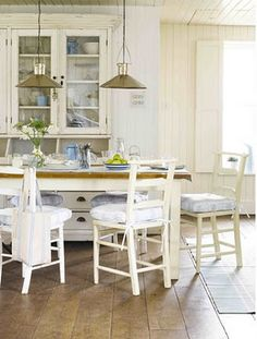 shabby chic beach decor | ... relaxed and inviting feel of these 'Shabby Chic' style beach houses