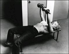 Marilyn lifting. Love this picture!