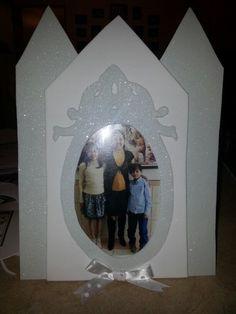 Porta retratos que regalamos a las familias de los niños en la Presentación Anual de la Primaria en el barrio. 2014 Las familias son eternas.
