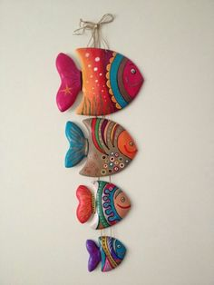 40 Awesome and Easy Clay Project for Beginners - Buzz 2018 - Clay tutorials - Germany craft Polymer Clay Crafts, Diy Clay, Polymer Clay Jewelry, Polymer Clay Fish, Paper Art Projects, Clay Wall Art, Fish Wall Art, Fish Crafts, Bead Crafts
