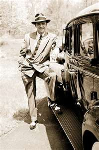 Benjamin Bugsy Siegel was a gangster bootlegger illegal gambler an associate of the Gambino crime family and the founder of the Flamingo Hotel in Las Vegas Nevada Bugsy Siegel, Real Gangster, Mafia Gangster, Gangsters, Assassin, Mafia Crime, Al Capone, Historical Photos, Retro
