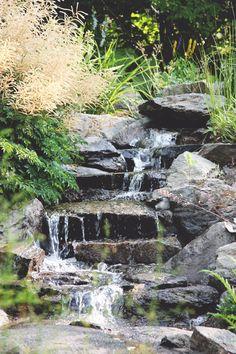 Waterfall I Zetas Finsmakarens Trädgård