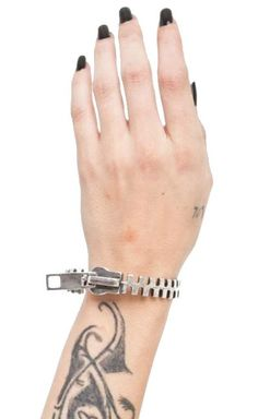 Queen Of Darkness - Zipper Bracelet [ALE-391/12] - £10.99 : Gothic Clothing, Gothic Boots & Gothic Jewellery. New Rock Boots, goth clothing & goth jewellery. Goth boots and alternative clothing