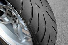 L'Angel GT, pneu routier de Pirelli - http://www.motoblouz.com/test-produit-pneus-route-pirelli-angel-gt-10.html