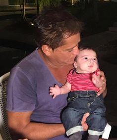 Jéssica Costa mostra Leonardo com o neto Noah no colo: 'Ficou encantado'