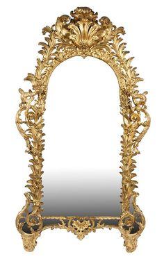 Ornate Mirror. Important miroir à parecloses en bois sculpté et doré à décor ajouré de rocailles et chimères, amortissement à double coquille feuillagée. Époque Louis XV. 217 x 119 cm