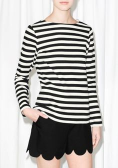 Nautical stripes and a flattering boat neck are combined in this classic sweater, crafted from dense cotton.