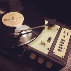 My #recordplayer #turntable  #arcticmonkeys i loveee this