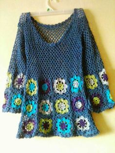 Granny square crochet tunic dress #crochet #tunicdress Crochet Blouse, Crochet Motif, Crochet Tops, Crochet Jacket, Crochet Cardigan, Crochet Granny, Crochet Squares, Crochet Shawl, Crochet Yarn