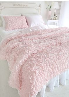 35 amazingly pretty shabby chic bedroom design and decor ideas - 35 amazingly cute shabby chic bedroom designs and decor ideas # country house - Shabby Chic Homes, Shabby Chic Decor, Shabby Chic Pink, Shabby Chic Beds, Shabby Chic Bedrooms On A Budget, Shabby Chic Bedding Sets, Shabby Chic Apartment, Shabby Chic Style, Pink Room