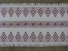 This white cotton Monks Cloth table runner will be perfect for your Holiday table as it has a Swedish Weaving design done in cranberry Weaving Designs, Weaving Projects, Weaving Patterns, Embroidery Techniques, Embroidery Stitches, Embroidery Patterns, Hand Embroidery, Swedish Embroidery, Monks Cloth