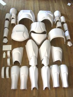 Extremely detailed instructions on making full body casts using plaster and fiberglass and making durable, reusable molds for armor. This is an excellent and thorough tutorial. His armor material is HOT GLUE!