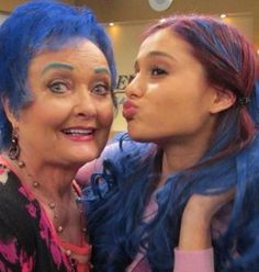 Sam and Cat ; Ariana Grande and her Grandma In Sam and cat love this episode