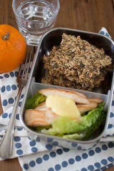 Zadencrackers met kip; alternatief lunchgerecht. Crackers gemaakt met wat extra amandelen en pijnboompitten bij gebrek aan sesamzaad en lijnzaad. Machtig maar zeer smakelijk!