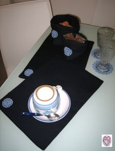set colazione: tovagliette, cestino portapane, sottobicchieri