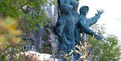 Le Hartmannswillerkopf, montagne de la réconciliation © Meyer Garden Sculpture, Lion Sculpture, Alsace, Statue, Architecture, Outdoor Decor, Home Decor, Art, Mountain