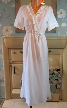 Vtg white Victorian style sissy frilly nightgown nightshirt nightie M/L R13458