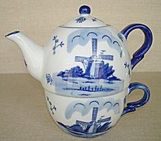 Delft Blue Handpainted Teapot w/Cup