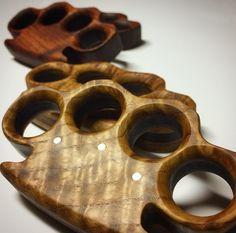 Hardwood Knuckles your next Woodworking Equipment, Fine Woodworking, Woodworking Beginner, Woodworking Furniture, Woodworking Projects, Woodworking Inspiration, Armas Ninja, Homemade Weapons, Tactical Pen