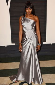 Naomi Campbell in Atelier Versace silver gown at the 2016 Vanity Fair Oscar After-Party. #oscars #naomicampbell