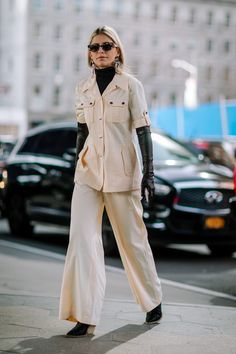 The Street Style Crowd Played With Color Coordination on Day 6 of New York Fashion Week - Fashionista New York Fashion Week Street Style, Nyfw Street Style, Autumn Street Style, Street Style Looks, Street Chic, Street Fashion, London Fashion, Fashion Essentials, Fashion Tips