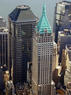 Image issue du site Web http://wirednewyork.com/images/skyscrapers/40-wall-street/wall40.jpg