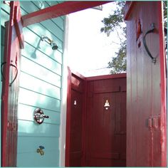 Jane Coslick Designs and Restorations  An out door shower! Designer is in Savannah!!