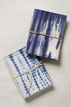 Inspiration: DIY Shibori Notebook/Journal (was found at anthropologie) Shibori Tie Dye, Shibori Fabric, Buch Design, Handmade Books, Handmade Notebook, Diy Notebook, Book Binding, How To Dye Fabric, Book Making