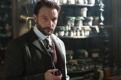 For the NBC und BBC coproduction Dracula, an British-American television series, Thomas Kretschmann is Abraham Van Helsing. He played on the side of Jonathan Rhys Meyers as Graf Dracula and Oliver Jackson-Cohen as Jonathan Harker. Dracula Nbc, Dracula Untold, Count Dracula, Vampire Dracula, Goblin, Van Helsing Dracula, Dracula Tv Series, Dracula Jonathan Rhys Meyers