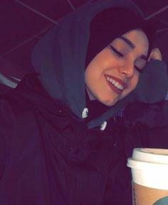 Hijab Style Dress, Casual Hijab Outfit, Hijab Chic, Cute Casual Outfits, Beautiful Muslim Women, Beautiful Hijab, Hijabi Girl, Girl Hijab, Street Hijab Fashion