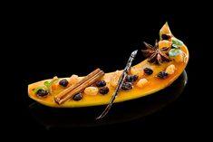 Frédéric Anton dans une création culinaire.Retrouvez l'intégralité de l'article sur ce restaurant sur notre blog