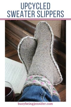 Do you have an old sweater you love or saved for a fun project? Turn turn that old, unwanted sweater into awesome DIY Sweater Slippers with this easy tutorial! Sewing Hacks, Sewing Crafts, Sewing Tips, Pullover Upcycling, Sweater Mittens, Old Sweater, Recycled Sweaters, Techniques Couture, Leftover Fabric