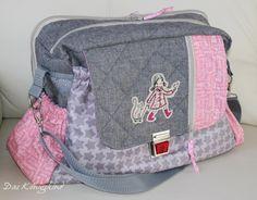 Den AllesKönner gibt es auch als gedrucktes Papier-Schnittmuster auf einem A0-Bogen erhältlich. Sporttasche, Schultasche und sogar die PERFEKTE Wickeltasche! Diese Tasche ist mit einer Größe von ca. 50 cm x 35 cm ein wahres...