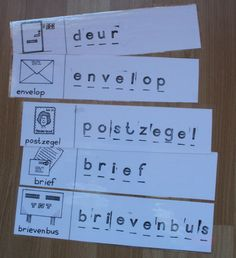 Stempel voorbeeldkaarten voor in de lees- schrijfhoek. de kinderen kunnen de woorden op een leeg papier na stempelen. Office Themes, You've Got Mail, Community Helpers, Task Boxes, Post Office, Poster, Spelling, Education, School