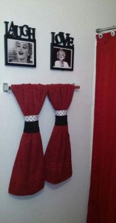 Cheap Black white and red marilyn monroe themed apartment bathroom decor. - Cheap Black white and red marilyn monroe themed apartment bathroom decor. Black Bathroom Decor, Black White Bathrooms, Christmas Bathroom Decor, Bathroom Red, Bath Decor, Bathroom Ideas, Red Bathrooms, Bathroom Towels, Bathroom Small