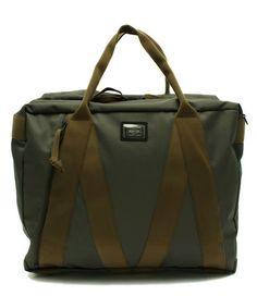 B印 YOSHIDA(×PORTER)の【商品紹介】PORTER×B印 YOSHIDA (GS) 180°(ONE-EIGHTY) BOSTON BAGです。こちらの商品はBEAMS Online Shopにて通販購入可能です。 Cool Gear, Men Design, Fabric Bags, Cloth Bags, Leather Accessories, Gears, Cool Style, Gadgets, Backpacks