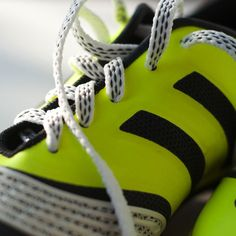 Nauhat jotka pysyvät kiinni! Pitonauhat on suunniteltu antamaan vahvempi kierre vetoihin sekä pehmeämpi kosketus pallon ja kengän välille