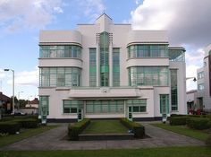 The Hoover Building canteen in Perivale in the London suburbs, by Wallis, Gilber and Partners (1938)