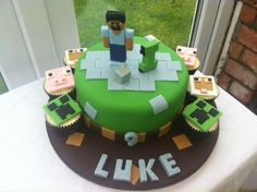 A very well done Minecraft cake!