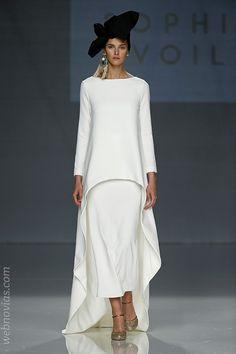 Couture Fashion, Hijab Fashion, Fashion Dresses, Fashion Over 40, Love Fashion, Womens Fashion, Unique Dresses, Elegant Dresses, Mode Hijab